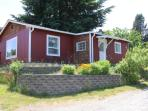 Cute cottage right in Langley - $99/nt in March