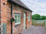 EARL'S VIEW COTTAGE, romantic retreat, country location in Lea Cross near Shrewsbury Ref 16457