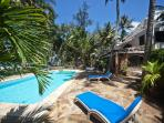 VILLA KIVULINI MAIN (ON BEACH & SLEEPS 10 CLIENTS)