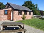 THE BYRE, romantic cottage, set in 80 acres of land, shared swimming pool, off road parking, in Smeeth, Ref 19257