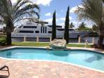 Waterfront,Luxury House, pool, walk to the beach
