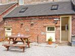 COACHMAN'S COTTAGE, woodburner, off road parking, gravelled garden, in Bradnop, Ref 21189