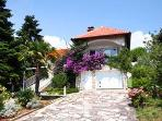 Holiday house for 6 persons near the beach in Pjescana Uvala