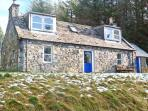 MYRTLE COTTAGE, mountain views, woodburner, off road parking, garden, in Tomintoul, Ref 21704