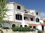 Attractive apartment for 6 persons near the beach in Pag