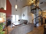 Great location sleeps 6! 2 blks to Conv. Ctr & 6th