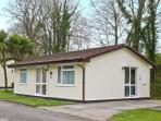 3 ROSECRADDOC LODGE WiFi, on-site fishing, great family cottage, near Liskeard Ref 25265