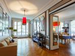 *Luxurious 4 bedroom apartment by Arc de Triomphe*