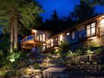 Serene water & mountain view Sonoma River House with tranquil grounds & jacuzzi