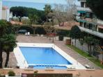 Apartament 6-7 persons in front of the sea with swimmingpool 35 kms Barcelona