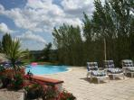 Cottage for 4 with infinity swimming pool in SW France
