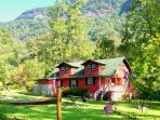 Spacious Cottage Walking Distance to Chimney Rock