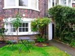 THE BOLTHOLE, ground floor apartment, close to amenities, in Whitby, Ref. 23892