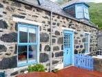 GUILLEMOTS, traditional stone cottage, sea views, near coast, in Gardenstown, Ref 24572
