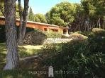 Fantastic villa on large plot w/direct sea access