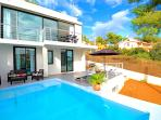 Luxury villa with sea views, private pool, WLAN