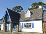 THE HOUSE, detached cottage, open fire, off road parking, lawned garden, in Ahakista, Ref 906045