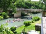 Inverness @ Comal River 2/2 river front condo across from Schlitterbahn sleeps 6