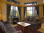 Glacier Lodge 229 | 1 Bedroom + Den, Easy Access to Shops, Cafes and Mountain