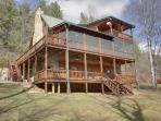 RIVER ESCAPE ON THE TOCCOA*4 BR~3.5 BA~CABIN ON THE TOCCOA RIVER~RIVERSIDE DECK~WOODBURNING FIREPLACE~POOL TABLE~HOT TUB~CHARCOAL GRILL~ONLY $225/NIGHT!