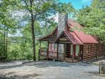 THE LONG VIEW*SECLUDED*~3/3~CABIN WITH BREATHTAKING MTN VIEWS~WIFI~HOT TUB~WOOD BURNING FIREPLACE~FIREPIT~SCREENED PORCH OFF MASTER SUITE~SLEEPS 6~