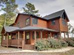 LONESOME DOVE*3BR~3BA~WESTERN THEMED CABIN~MOUNTAIN VIEW~GAS GRILL~PAVED ROADS~POOL TABLE~WETBAR~FLAT SCREEN TV~GAS AND WOODBURNING FIREPLACES~