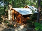 LITTLE BEAR*SIT IN THE HOT TUB IN FRONT OF THE OUTDOOR FIREPLACE AND WATCH TV!-SECLUDED-MOUNTAIN VIEW-WIFI-OUTDOOR ENTERTAINMENT AREA