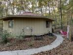 Rowe`s Round House~4 bed~2 Bath~Sleeps 8~Pet Friendly~Paved Access~Firepit~Electric Fireplace~Gas Grill~Only $99/night!!