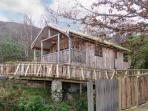 ACORN LODGE, bespoke log cabin, sauna, underfloor heating in Fort William, Ref 18920