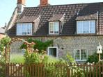 LAVENDER COTTAGE, family-friendly, character features, in peaceful village of Billingborough, near Sleaford, Ref 21296