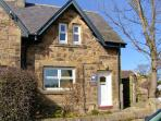 JASMINE COTTAGE, pet-friendly traditional cottage, close coastline in Lesbury, Ref 24139