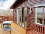 SPRINGTIME LODGE, single-storey lodge, close coast, lovely views, Rhyd-y-Foel Ref 24454