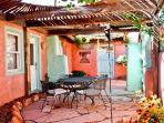 Casita Patron II - Private Patio, Hot Tub, Kiva Fireplaces, Walk to Plaza