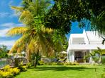 4BR Garden villa on Pereybere Bay with chef/pool/maid
