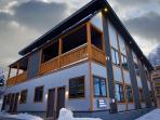 Hakuba Gondola Apartments 2 Bedroom (ski-in)