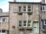 TRIANGLE COTTAGE romantic retreat, en-suite bathroom, close to town in Hebden Bridge Ref 21626