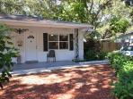 Bungalow near the beach. Private yard, screened porch & 6 minutes to the Gulf
