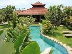 4 BEDROOM VILLA -LARGE GARDEN IN HEART OF SEMINYAK