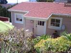 Charming Beach Cottage- 5 minute walk to beach!