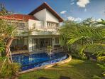 Elysia - 3 br villa with pool and driver, Nusa Dua