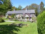 EITHIN FYNYDD stunning views, large grounds, woodburning stoves in Llanwchllyn Ref 14494