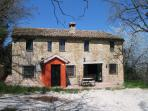 Charming farmhouse with private pool (sleeps 8)