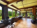 Serene Bali Lani Villa - panoramic pool and lake views & salt-water infinity pool and Jacuzzi