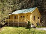 Cabin in between Gatlinburg and Pigeon Forge Creekside Tranquility 365