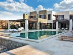 Modern retreat Honde with superb sea views, sleek infinity pool, near beach