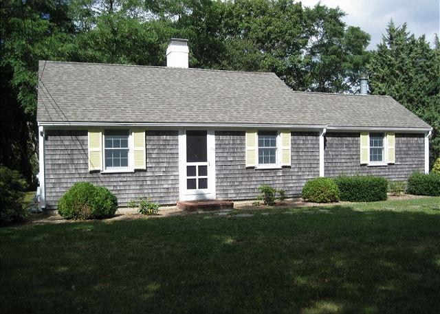 205 ROCK HARBOR RD., ORLEANS - Enchanting Orleans Cottage less than 1 mile to Rock Harbor! - Orleans - rentals