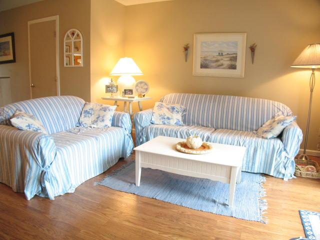 Living Area - Ocean Edge - Attractive 2 BR (sleeps 6) with A/C & pool (fees apply) - BI0048 - Brewster - rentals