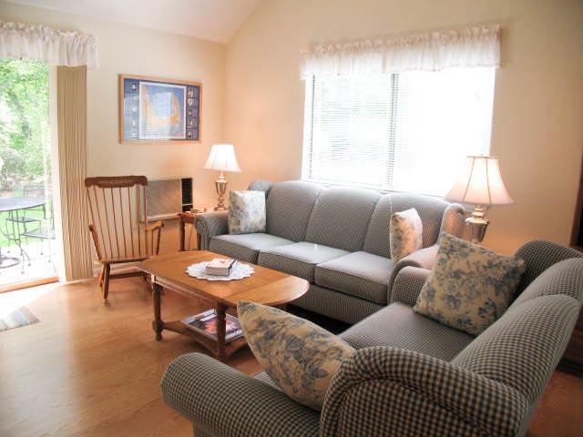 Living Area - 72 Allerton - Capstick - Brewster - rentals