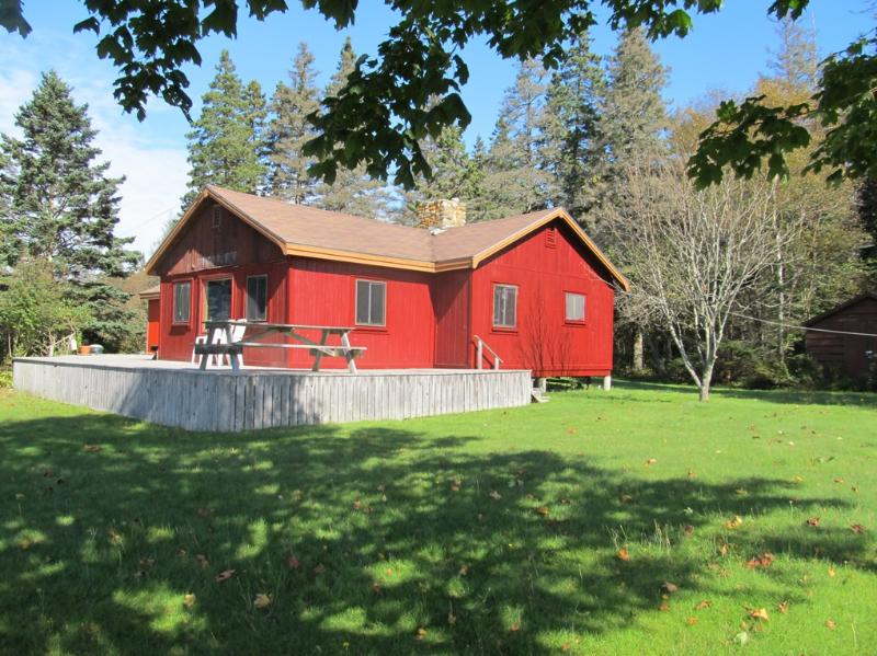 Cottage and large yard. - Onshore secluded w/ nice open water views/access - Brooklin - rentals