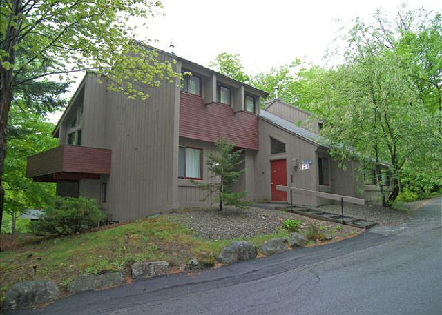 Exterior of Building - V020E- Managed by Loon Reservation Service - NH M&R:056365/Business ID:659647 - Lincoln - rentals